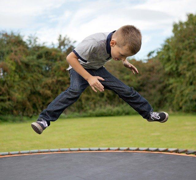 Zásady bezpečného skákání na trampolíně