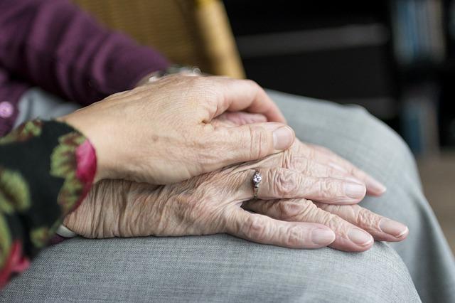 staré ruce žen